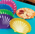 PLASTIC SHELL PLATES / SET OF 12